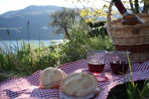 fare un bel picnic sul lago bed and breakfast Contrada lunga