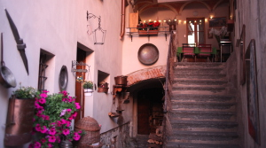 the sun sets in the courtyard bed and breakfast long Contrada